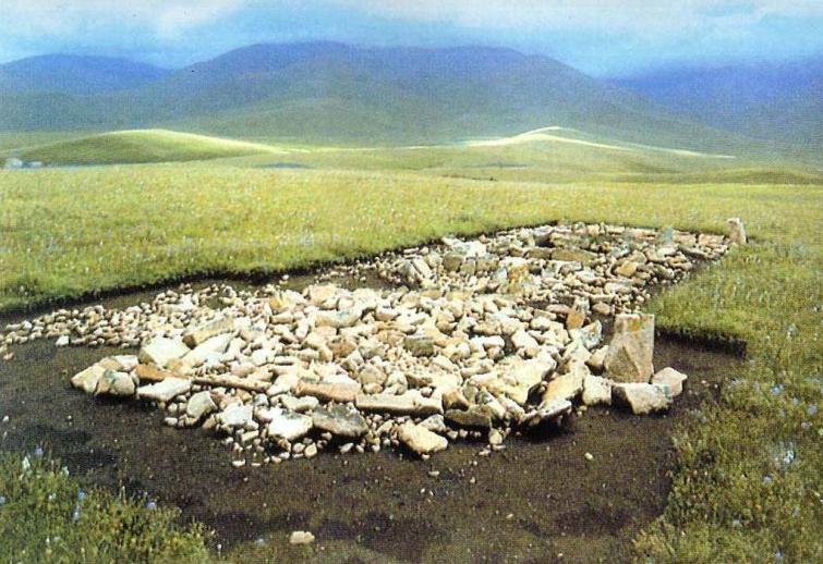 Древнетюркский памятник Арал Тобе во время раскопок, Казахстан (по А. Досымбаевой)