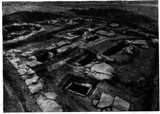 Рис. 1 Вид части Элевсинского некрополя с так называемыми «могилами Семи против Фив»