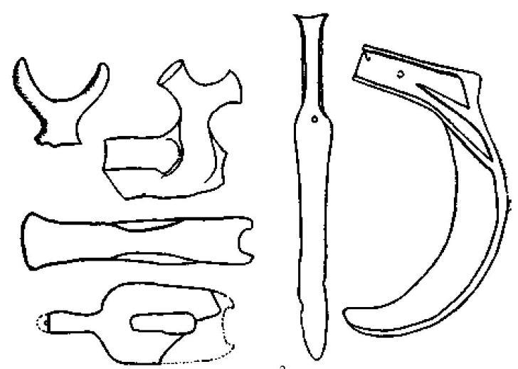 Рис. 115. Ручки сосудов (2/9) и бронзовые изделия из терраморы в Таранто