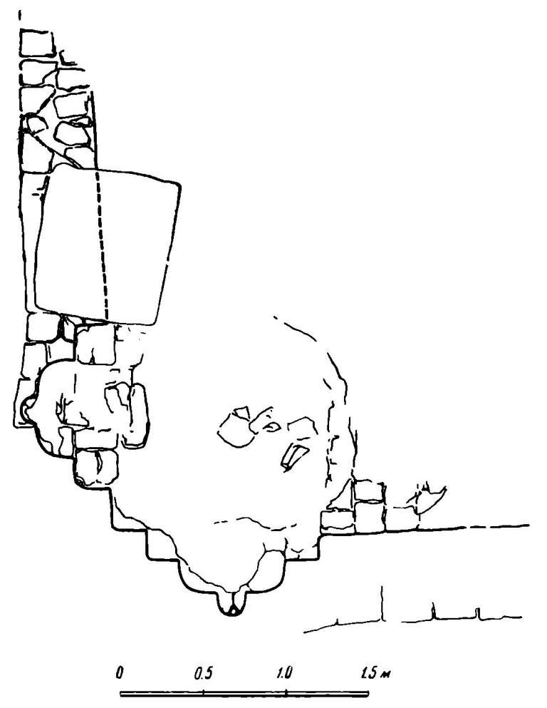 Рис. 51. Киев. Развалины храма на Вознесенском спуске. Угловые лопатки западного и северного фасадов (деталь).