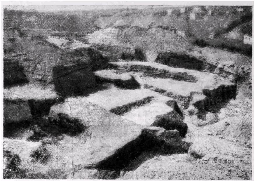 Рис. 50а. Киев. Развалины храма на Вознесенском спуске. Восточная часть храма.