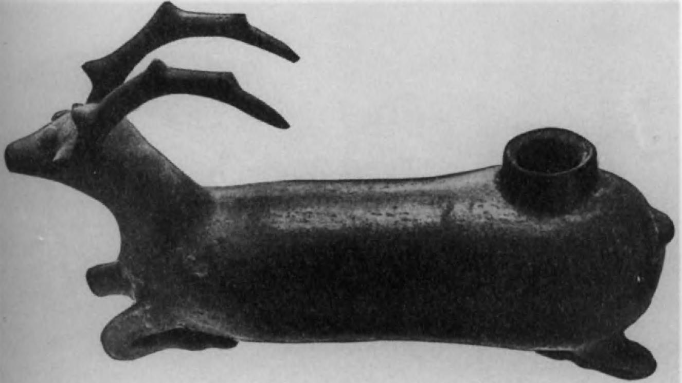 12. Красноглиняный ритон или све-тильник (?) из Калар-Даигг в Мазанде- ране (длина 23 см)