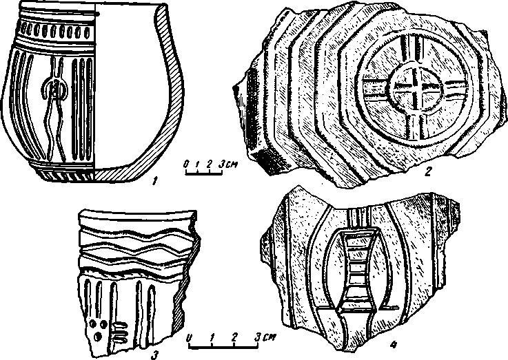 Рис. 7. Керамика с антропоморфными изображениями (/, 3, 4) и геометрическими фигурами с поселения Самусь IV