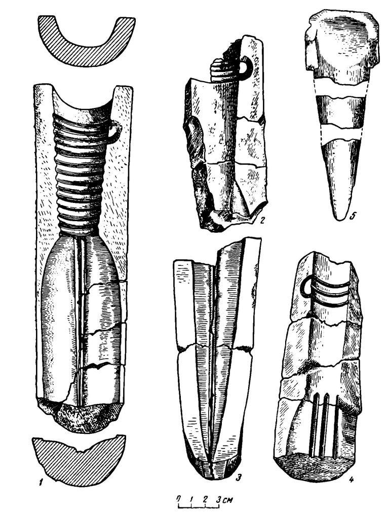 Рис. 4. Самусь IV. Обломки литейных форм для копий (1—4) и обломки литейной шишки (5)