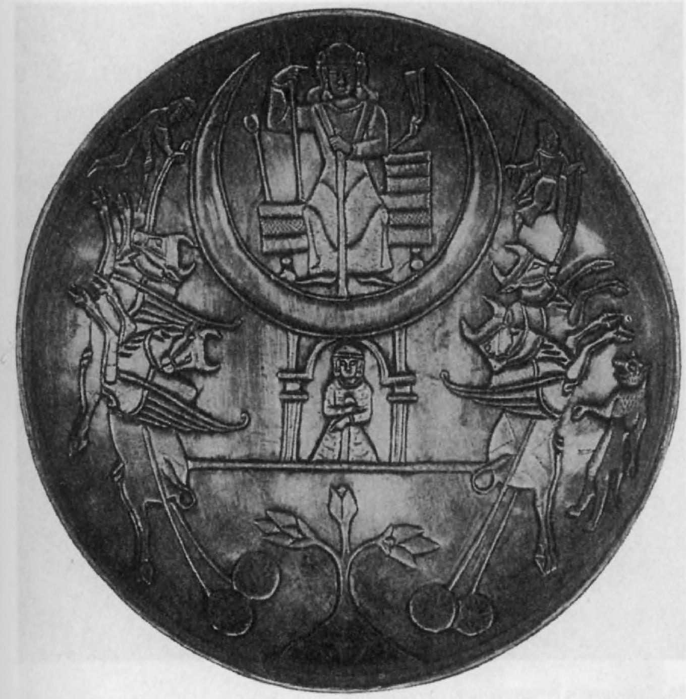 85.Серебряное сасанидское блюдо (вес 834,6 г) с изображением лунного божества (?)