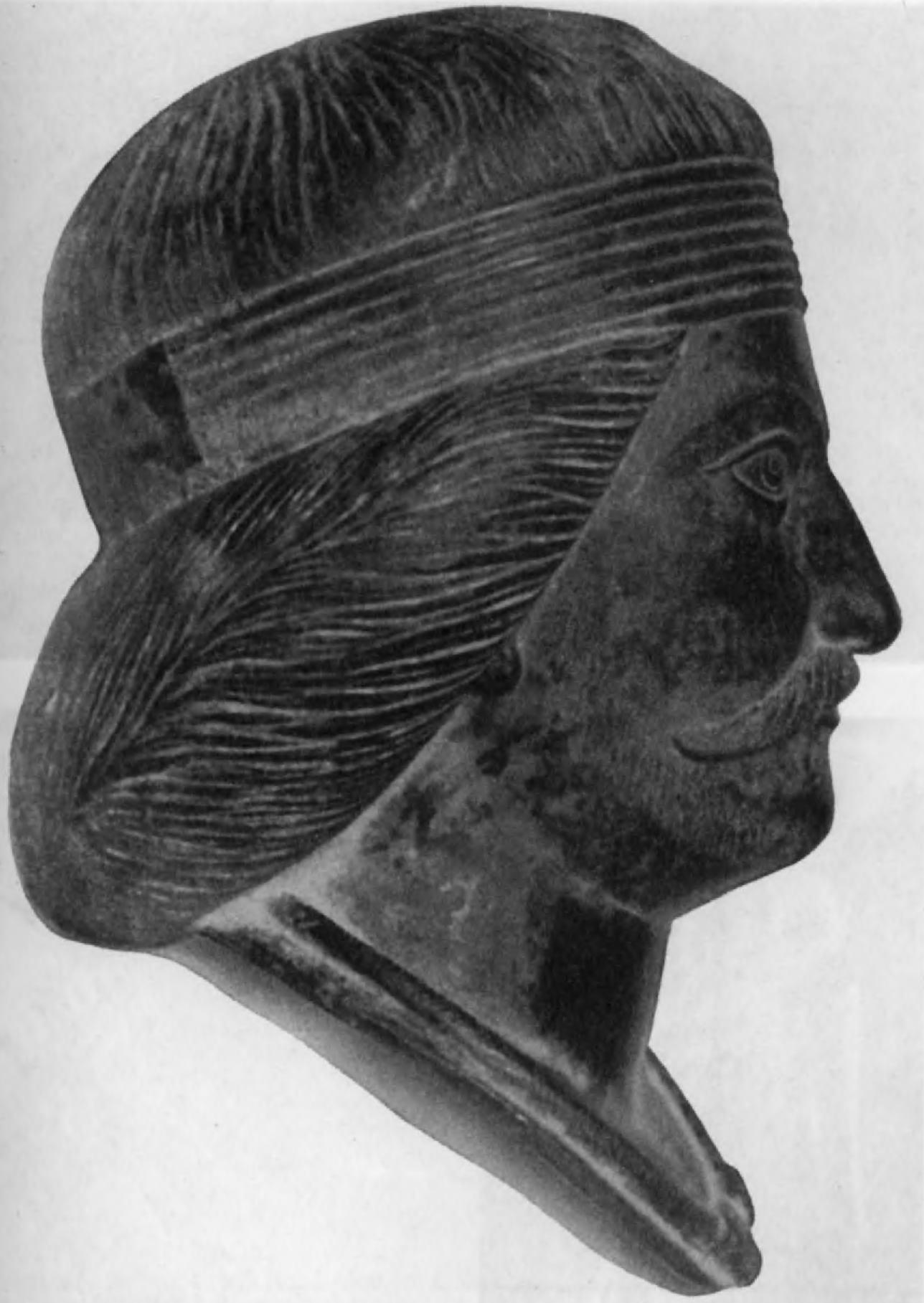 74.Бронзовая голова статуи парфянского вельможи (в натуральную величину), найденная в Шами (близ Мапамира). Эта статуя свидетельствует о широкой популярности того, что можно назвать культом обожествленного после смерти царя.