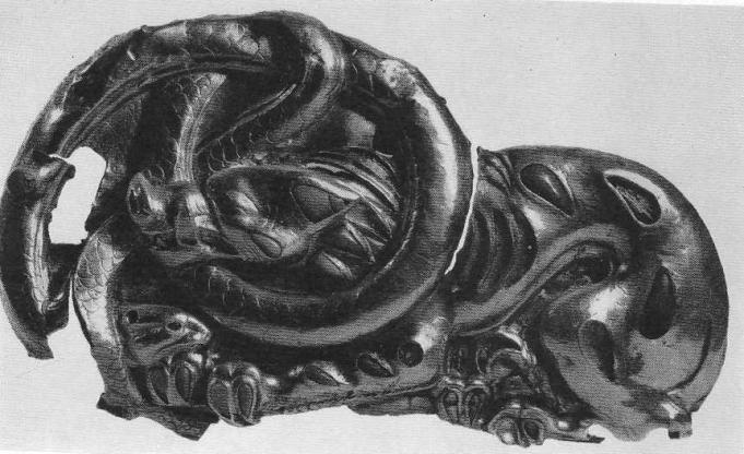 183.Золотая застёжка со ценой борьбы волка со змеёй. Сибирская коллекция.