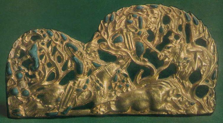 184-185. Пара золотых застёжек со сценой охоты в лесу. Сибирская коллекция.