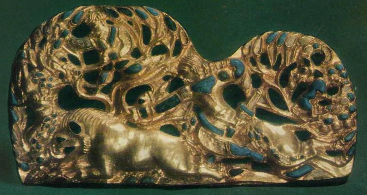 84-185. Пара золотых застёжек со сценой охоты в лесу. Сибирская коллекция.