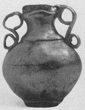 253. Золотая подвеска — сосудик (увеличено). Сибирская коллекция.