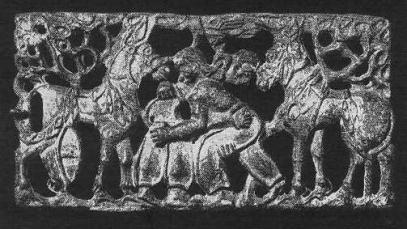 191. Бронзовая застёжка со сценой единоборства богатырей. Ордос.