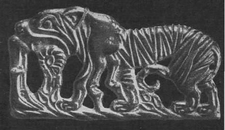 199. Бронзовая застёжка — тигр с перекинутым зa спину бараном. Ордос.
