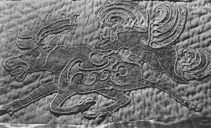 204. Нападения грифа на лося. Аппликация на ковре. Ноин-Ула.