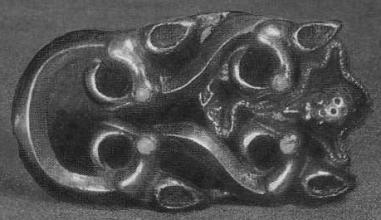 217. Золотая пряжка с изображением головок птиц и ежа. Сибирская коллекция.
