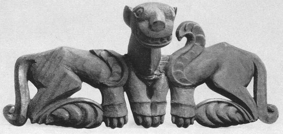 295. Деревянное украшение упряжи — два грифона с общей головой. Туэкта, первый курган.