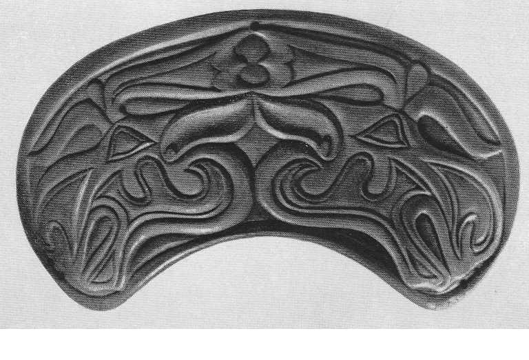 296. Роговая накладка с лосиными головками. Пазырык, третий курган.