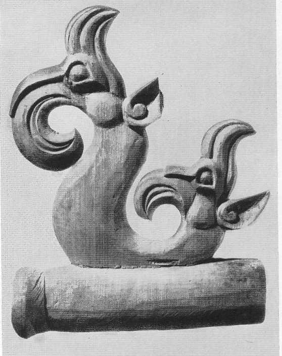 303. Деревянная подвеска — головка грифона. Пазырык, первый курган.