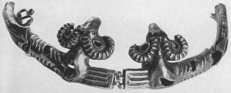 227. Золотая гривна с фигурками баранов. Фрагмент. Сибирская коллекция.