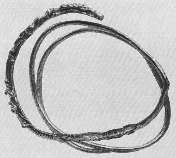 233. Золотой браслет с изображением оленя в пасти хищника и второго хищника позади первого. Сибирская коллекция.
