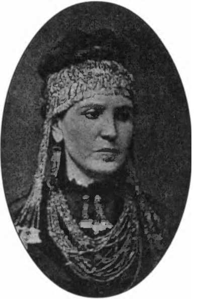 София Шлиман в украшениях из клада