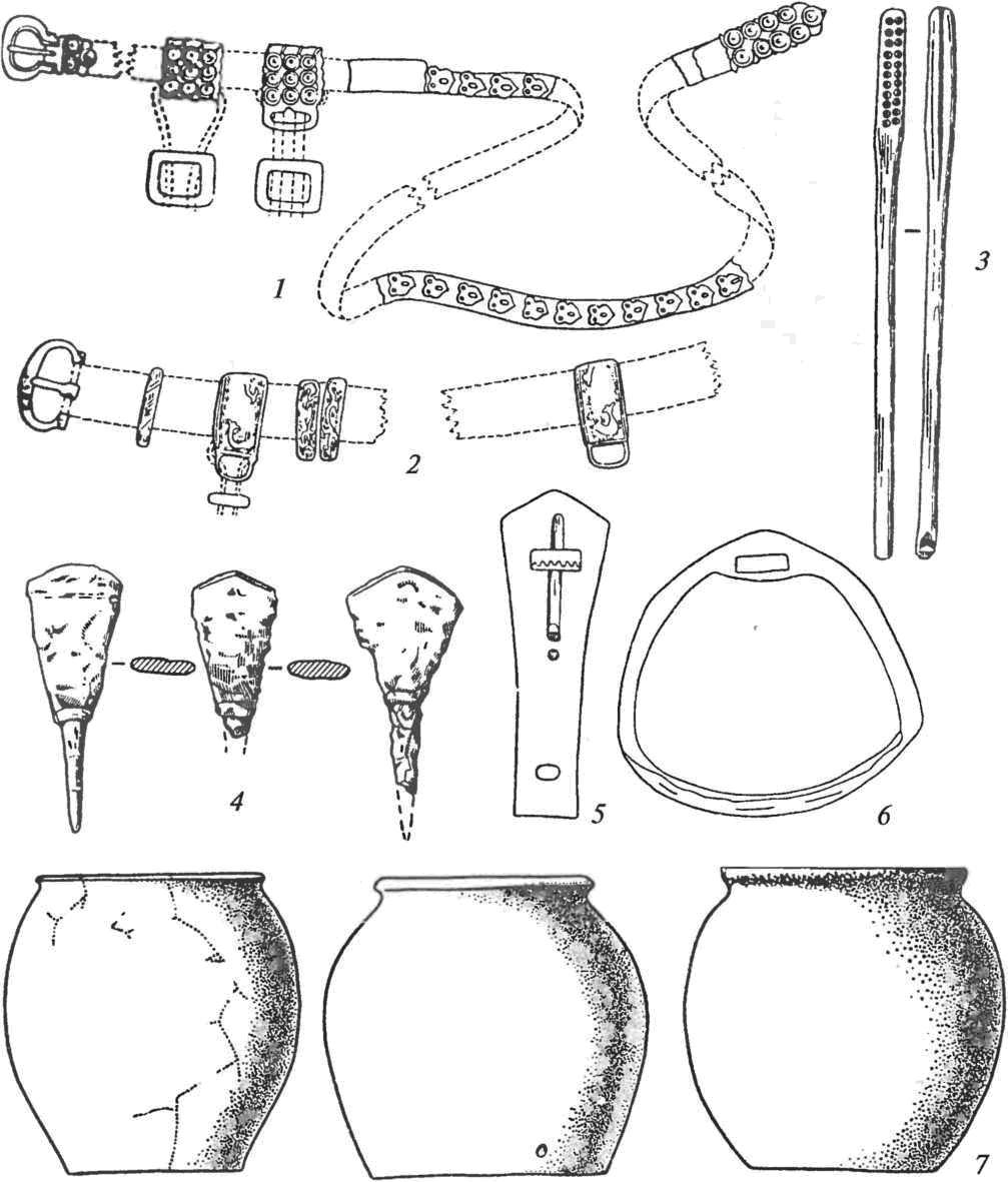Характерные формы монгольских предметов: 1,2 — бляхи поясов; 3 — костяная туалетная щеточка; 4 — наконечники стрел; 5 — костяная подпружная пряжка; 6 — стремя; 7 — гончарные сосуды