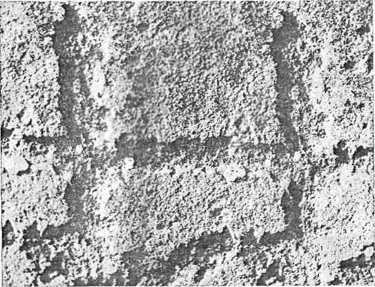 Рис. 16. Енисей. Стереофотоснимок техники выбивки петроглифов: металлический инструмент, края выбоин сглажены