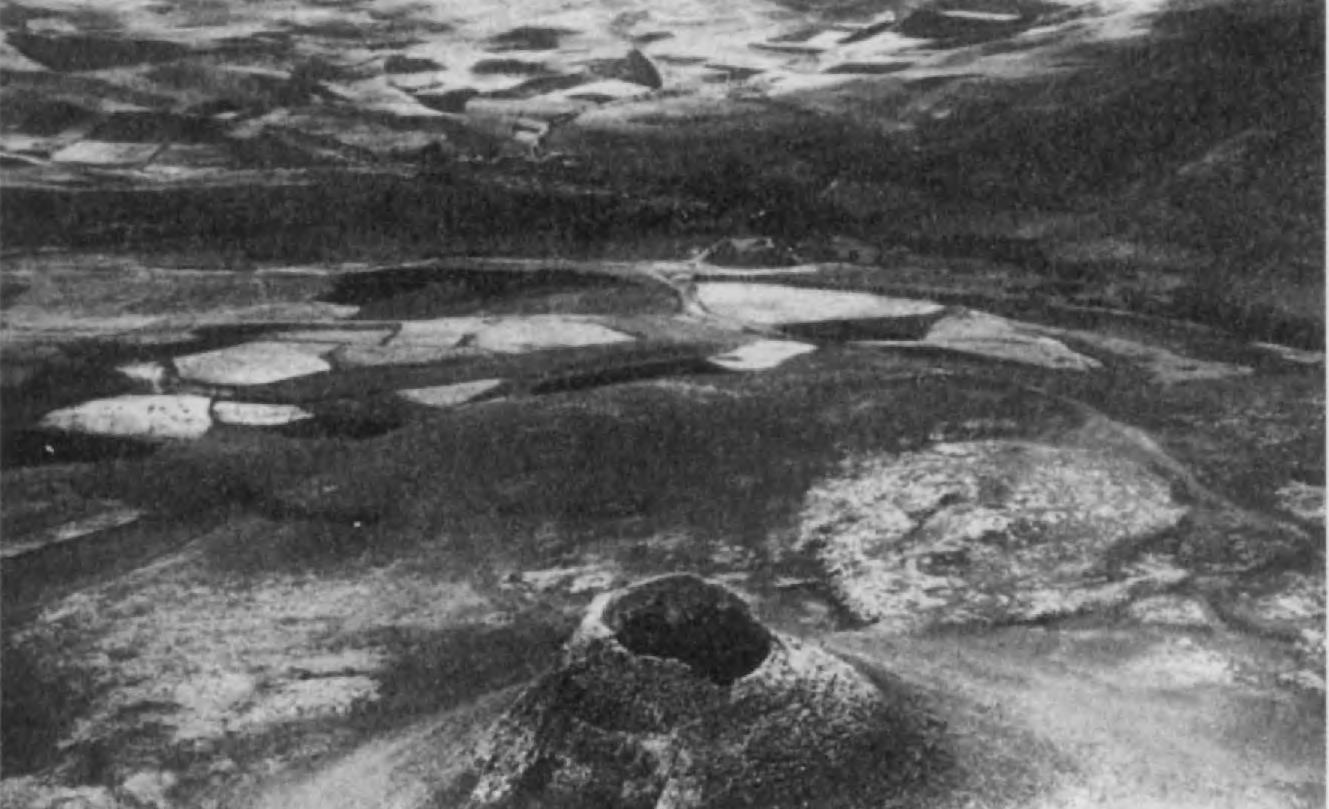 5. Зиндан-и Сулейман — вулканическое образование близ Тахт-и Сулейман. У подножия горы была открыта платформа-стена мидийского или предмидийского периода.