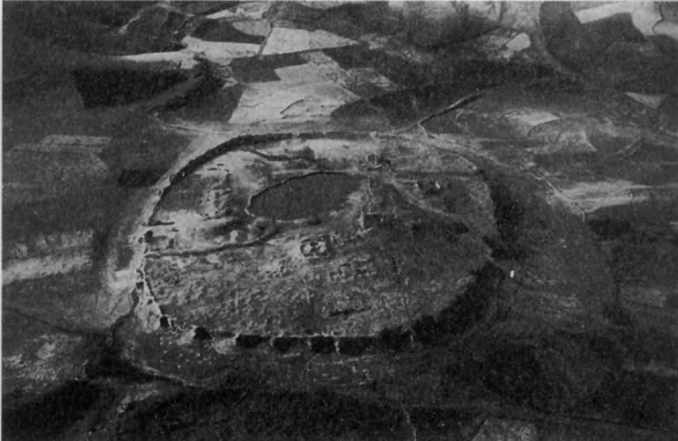 4.Тахт-и Сулейман — древний Ганзак (Шиз) в Южном Азербайджане. Судя по последним археологическим изысканиям, эта местность считалась священной уже в индийское или даже в предмидийское время. При Сасанидах Тахт-и Сулейман становится династийной и религиозной святыней