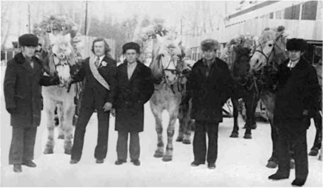 Рис. 2. Свадебный поезд. 1970-е гг. (из фонда РРКМ)