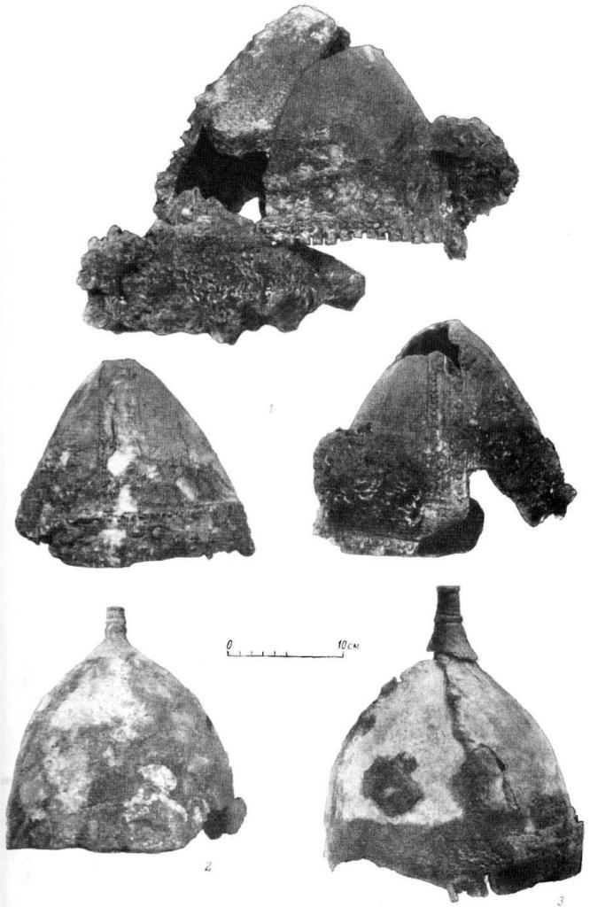 Таблица X. Шлемы X в. 1 — Гнездово (№1); 2 — Чернигов (№3); 3 — Чернигов (№4).