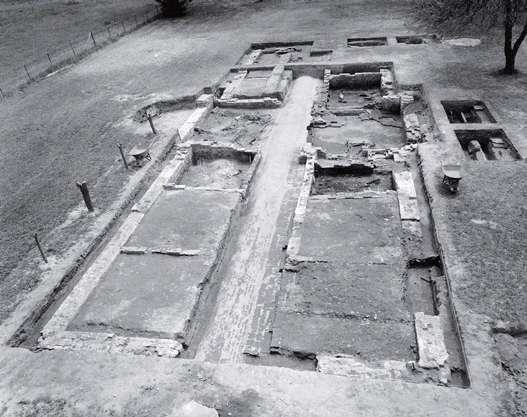 Рис. 1.10. Фундамент Общественной больницы для умалишенных в Колониэл Вильмсбурге, Вирджиния, открытый во время раскопок в 1972 году