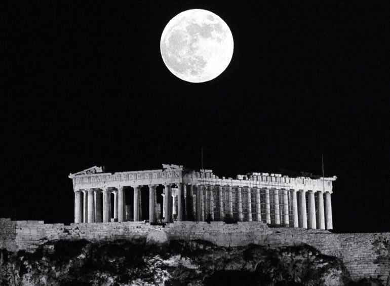 Рис. 1.9. Пантеон в Афинах. В недавних исследованиях много внимания уделяется социальным, политическим и экономическим контекстам древней архитектуры