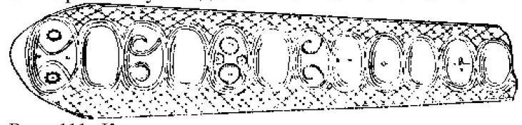 Рис. 111. Костяная пластинка с украшениями в виде шишечек. Кастеллуччо. По Эвансу (1/2).