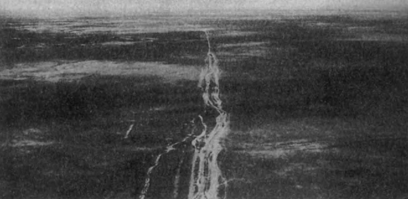 3.Так называемый «Вал Александра». Эти стены и укрепления отгораживали Иран от туркменских степей. Начинаясь от Каспийского моря, оборонительная система тянулась на 106 миль. Ее сооружение, видимо, относится к сасанидскому времени.