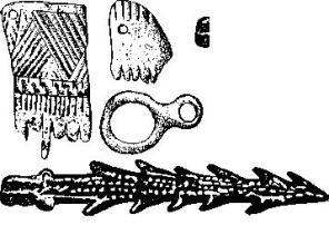 Рис. 43. Костяные гребни, кольцо-подвеска (Тордош) и гарнун (Винча) (1/2).