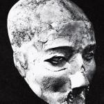 Рис. 17.3. Человеческий череп из Иерихона, Иордан, считающийся портретом предка, приблизительно 9000 год до н. э.
