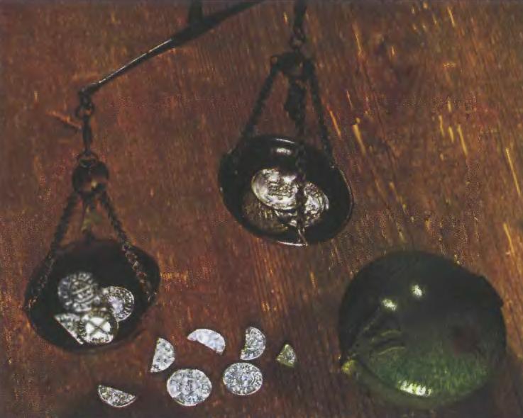 Весы для взвешивания серебра, коробка для весов и серебряные монеты