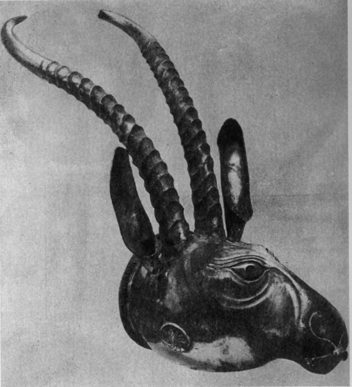 59.Сасанидский серебряный водолей в виде головы горного козла. Вес 860,71 г