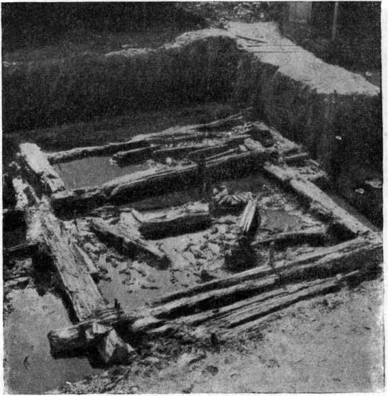 Рис. 12. Двухкамерная постройка домонгольского периода.