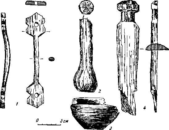 Рис. 16. Раскопки в Вологде. Изделия из дерева. 1 — ручка; 2 — толкушка; 3 — игрушка-миска; 4 — предмет неизвестного назначения.