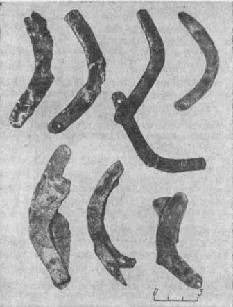 Рис. 1. Лезвия ворсовых ножей из Сумбарских могильников эпохи поздней бронзы