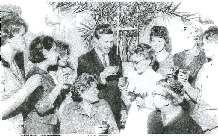 На бракосочетании Г. Б. и С. Я. Здановичей. Свердловск, 23 февраля 1965 г. Среди присутствующих: Р. Д. Голдина, В. В. Евдокимов, Б. Б. Овчинникова
