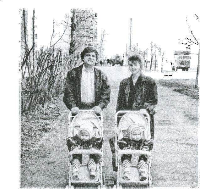Жизнь впереди. Г. Б. Зданович с дочерью Верой (В. Г. Будыкиной) и внучками Анной и Ксенией. Челябинск, 1995 г.