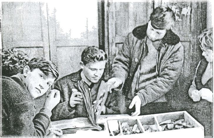 В лаборатории педагогического института. Петропавловск, 1968 г. Слева направо: А. А. Плешаков, Г Б. Зданович, Р. Агишев, С. Я. Зданович