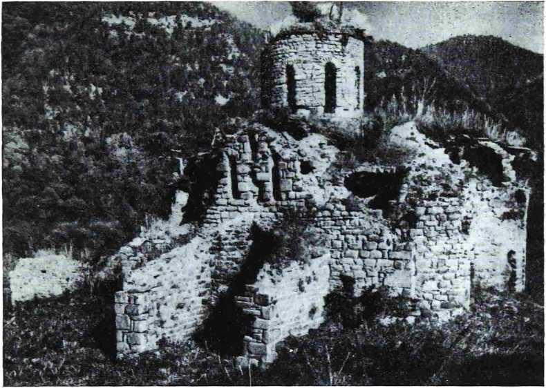 Рис. 1. Вид на храм с юго-восточной стороны. Снимок 1953 г.