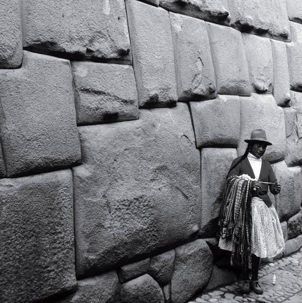 Искусно построенные стены инка в Кузко, Перу