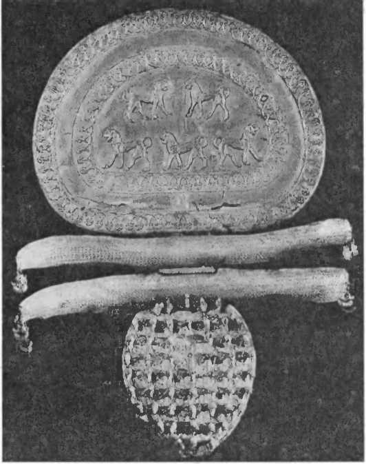 Золотая фибула га гробницы Реголини и Галасси. Ок. 650 г. до н.э.
