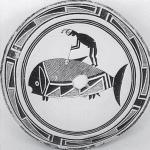 Рис. 13.14. Раскрашенная керамическая тарелка культуры мимбрэс, на ней изображен человек, поражающий копьем большую рыбу, иногда ее рассматривают как кита